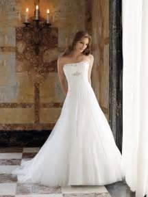 sleeveless wedding dresses strapless vertical draped satin wedding dress 2010 fall style mbd5101