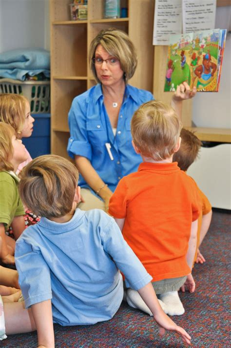 10 ways to instill a of reading in preschool students 173 | teacher reading to preschoolers