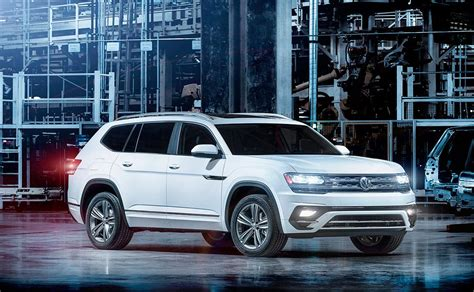 vw canada  offer sporty trim package  atlas crossover