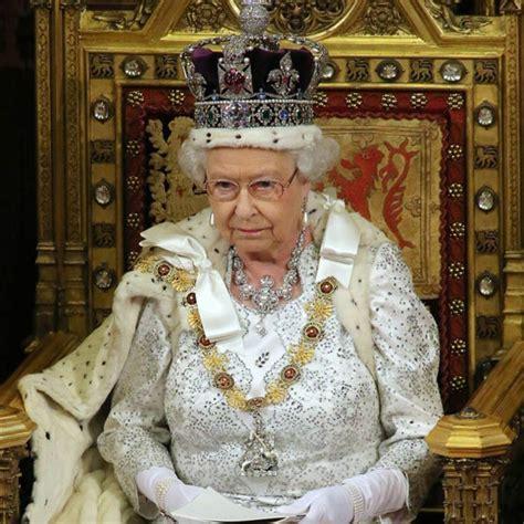 Look at Queen Elizabeth II Donning Full Royal Regalia - E! Online