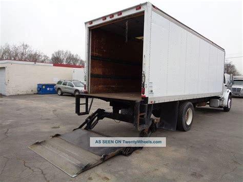 freightliner   box truck lift gate cat turbo diesel