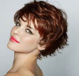 coupe de cheveux courte pour femme de 50 ans idée de coupe courte pour les cheveux ondulés coupe de cheveux femme 2017 tendance idée cheveux