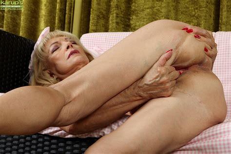 Ugly Blonde Janet Lesley Finger Fucking Shaved Granny