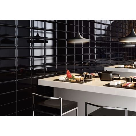 bain cuisine carrelage mural noir style métro salle de bain et cuisine