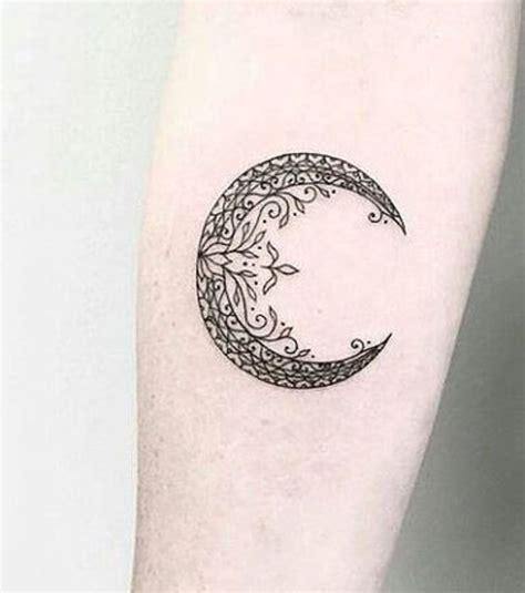 un tatouage lune tatoo and tatoos