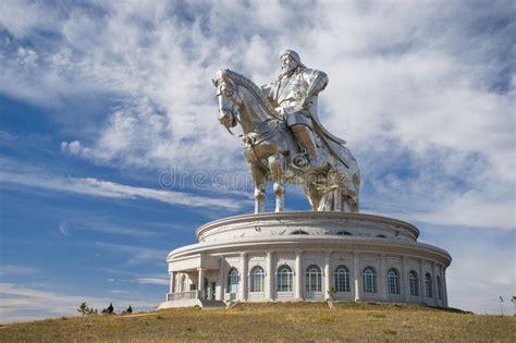 die gr 246 223 te statue der welt von dschingis khan stockbild