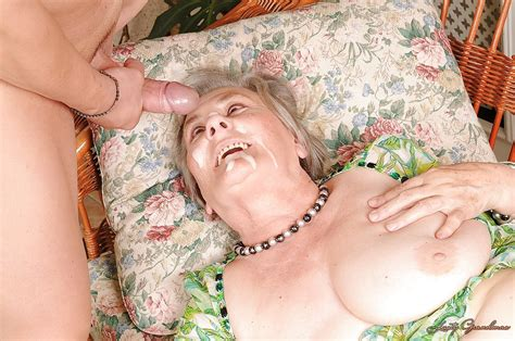 lascivious granny gets her unshaven gloryhole slammed hardcore