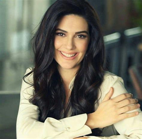 berguzar korel türkçe türkiye 2018 pinterest celebrities actresses και turkish beauty