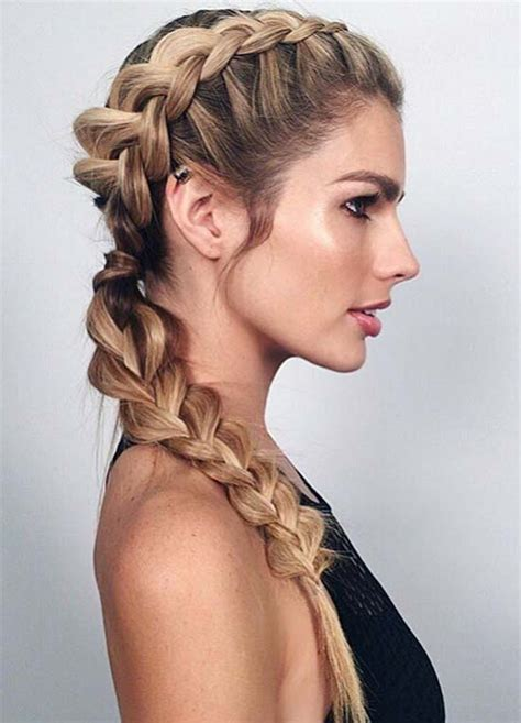 top   sporty hairstyles  workout fashionisers