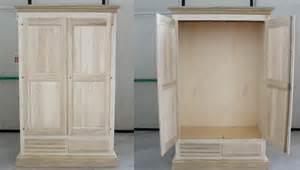 Pratelli mobili armadio in legno grezzo per la cameretta
