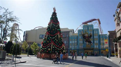 universal orlando holiday decorations 2012 a photo tour