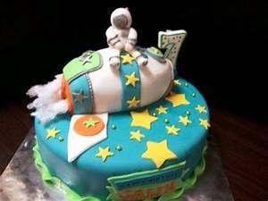 Qatar Collections: Astronaut Cake