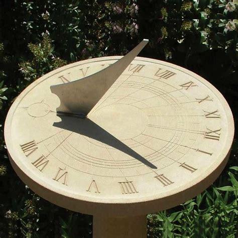 Sonnenuhren Für Garten sonnenuhr f 252 r den garten romanius gartentraum de