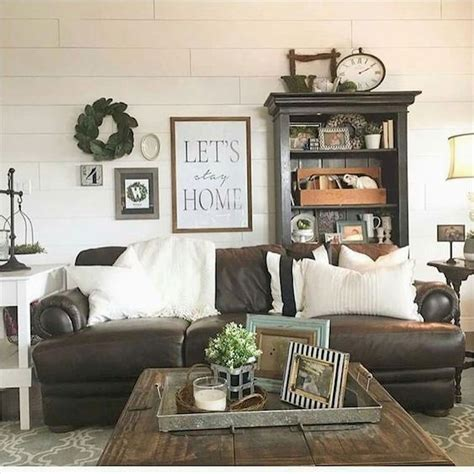 Welcome to our farmhouse living room photo gallery showcasing farmhouse living room design ideas of all types. 75 Best Farmhouse Wall Decor Ideas for Living Room (61) - Ideaboz