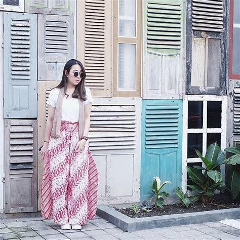 waist bag keren banget kece nih 5 gaya agatha pricilla pakai kaus terlihat