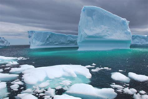File:Icebergs.jpg - Wikimedia Commons