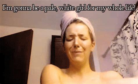 White Girl Tanning Meme - 21 problemas que viven las personas de piel muy blanca