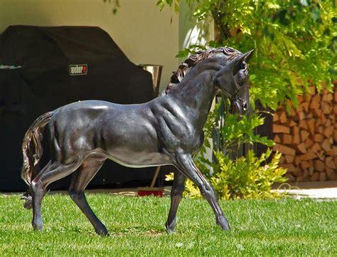 Pferdeskulptur Foto & Bild  Kunstfotografie & Kultur