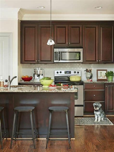repeindre une cuisine repeindre une cuisine en bois foncé wraste com