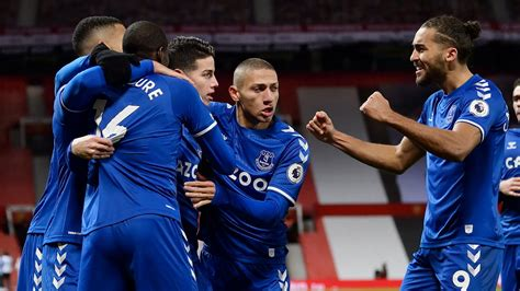 Bruno fernandes song at everton. Bruno Fernandes lays into Man Utd team-mates in furious ...