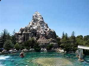 Disneyland Matterhorn Wallpaper - WallpaperSafari