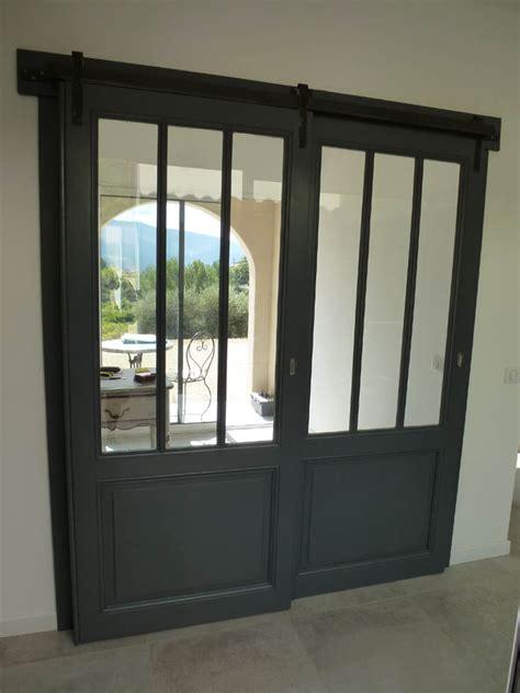 2 telematin cuisine portes coulissantes vitrée style atelier avec rail métal