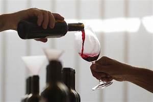 Enlever Tache De Vin Rouge : comment enlever les taches de vin rouge karine ~ Melissatoandfro.com Idées de Décoration