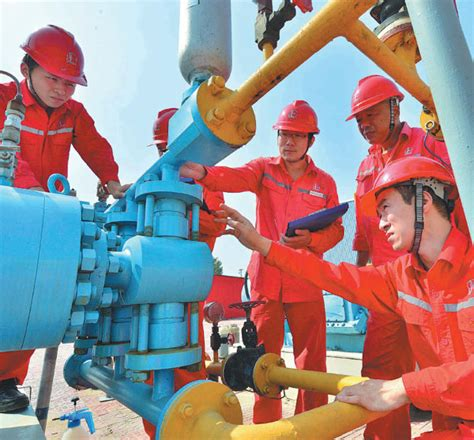 technicians  sinopec check oil storage facilities