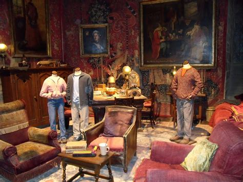 images  gryffindor common room  pinterest