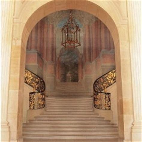 peinture murale trompe l œil d une perspective architectural classique chic escalier