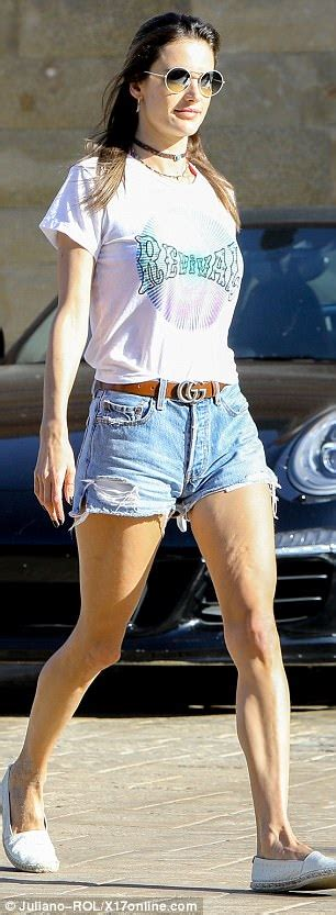 Alessandra Ambrosio shows off lithe legs tiny hotpants ...