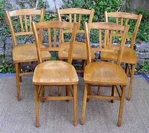 Chaise Bistrot Bois : cinq solides chaises de bistrot anciennes en bois clair ~ Teatrodelosmanantiales.com Idées de Décoration