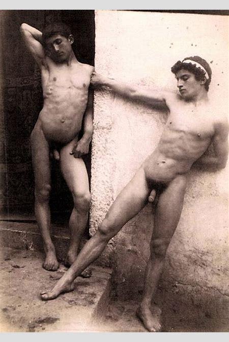 File:Gloeden, Wilhelm von (1856-1931) - n. 0078 - Due ragazzi - Timbrata.jpg - Wikimedia Commons