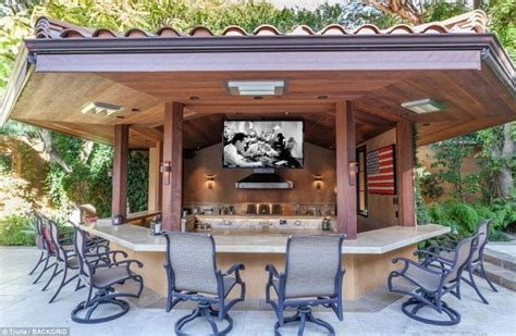 rolling kitchen island sheen selling beverly mansion for 10m
