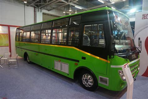 Sml Isuzu @ The Bus & Special Vehicle Show, 2015