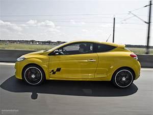 Renault Megane 3 Rs : renault megane rs 250 cup review autoevolution ~ Medecine-chirurgie-esthetiques.com Avis de Voitures