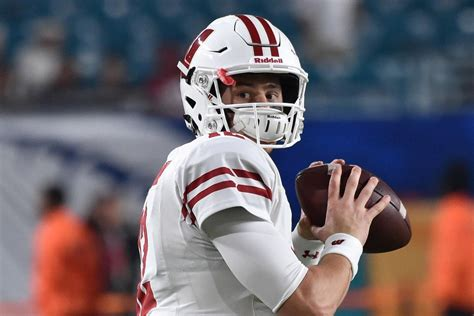 wisconsin football alex hornibrook leads badgers