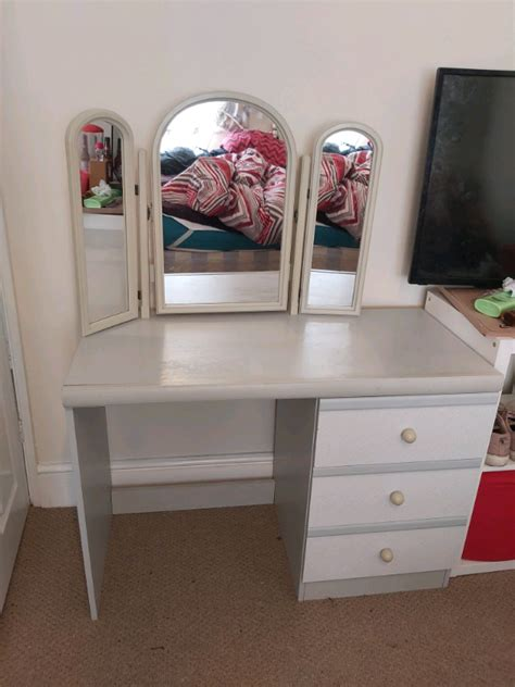 dressing table vanity table with mirror and drawers in