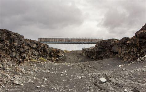 Bro Mellan Kontinenter, Island Arkivfoto - Bild av ...
