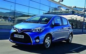 Avis Toyota Yaris 3 : sp cifications toyota yaris ce 3 portes hatchback 2015 guide auto ~ Gottalentnigeria.com Avis de Voitures