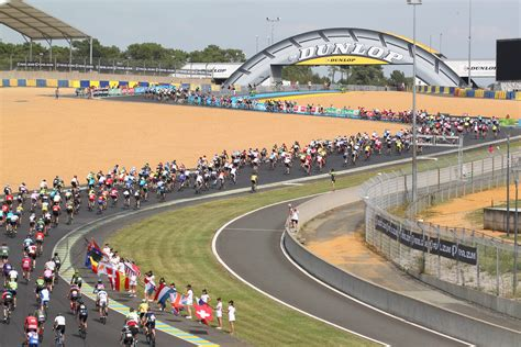 The famous 24 heures du mans race take place in this site, using the main straight, the boxes structure and the dunlop esses. Bugatti Le Mans Track - 24 Heures Vélo