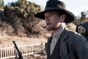 Godless Cast Answers Burning Questions, From Gunfights to ...