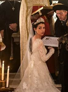 Reign tv show mary39s wedding dress reign mary queen for Reign mary wedding dress