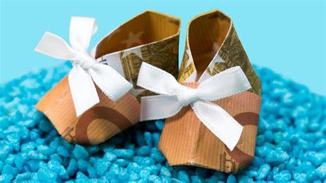 selbstgebastelte geschenke zur taufe geldgeschenk zur geburt oder taufe babyschuh falten basteln anleitung geburt geldgeschenke
