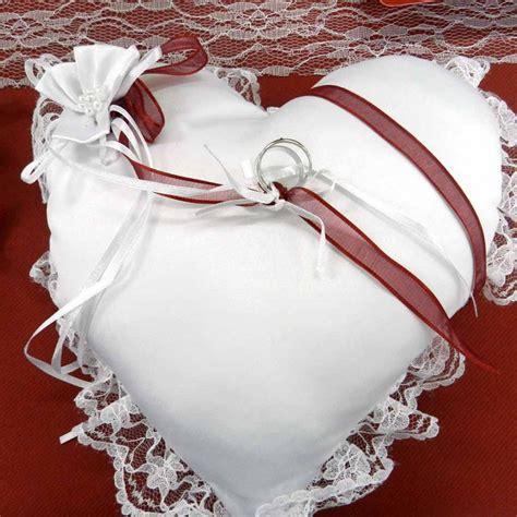 comment faire un coussin capitonne achat vente coussin alliances coeur blanc d 233 co mariage petit prix