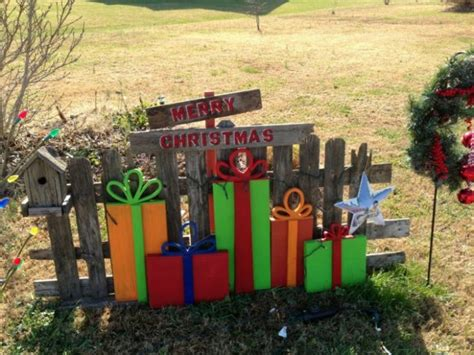 ideas for decorating iron fence posts for christmas 55 best diy decorations ideas