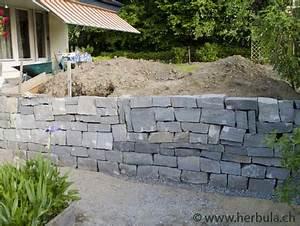 Große Steine Für Garten : sitzplatz im garten mit steinmauer ~ Sanjose-hotels-ca.com Haus und Dekorationen