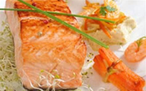 cuisiner pavé de saumon au four recette saumon en papillote pas chère et simple gt cuisine