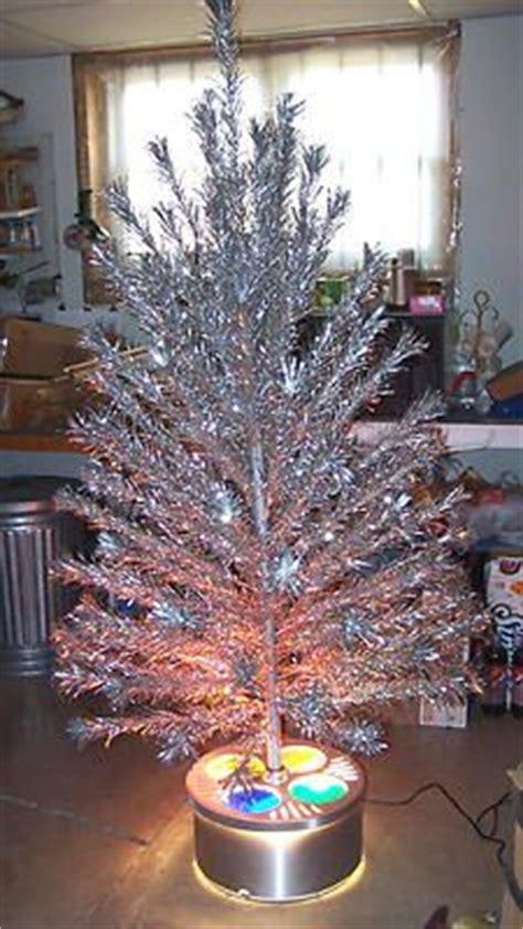 Evergleam Aluminum Christmas Tree Vintage by Silver Christmas Trees On Pinterest Silver Christmas