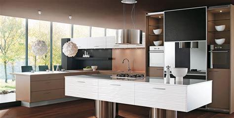 cuisine armoire brune cuisine brune et blanche photo 8 25 des suspensions
